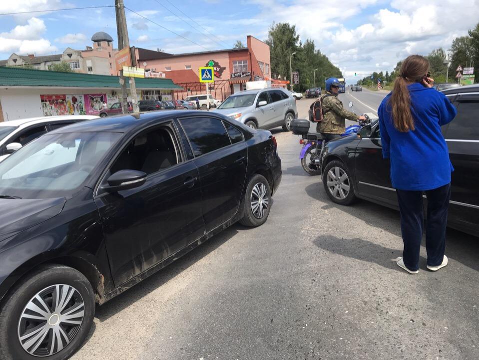 Под Брянском в Новых Дарковичах столкнулись две легковушки