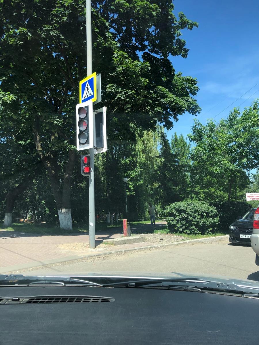 В Брянске возле Центрального рынка появился светофор