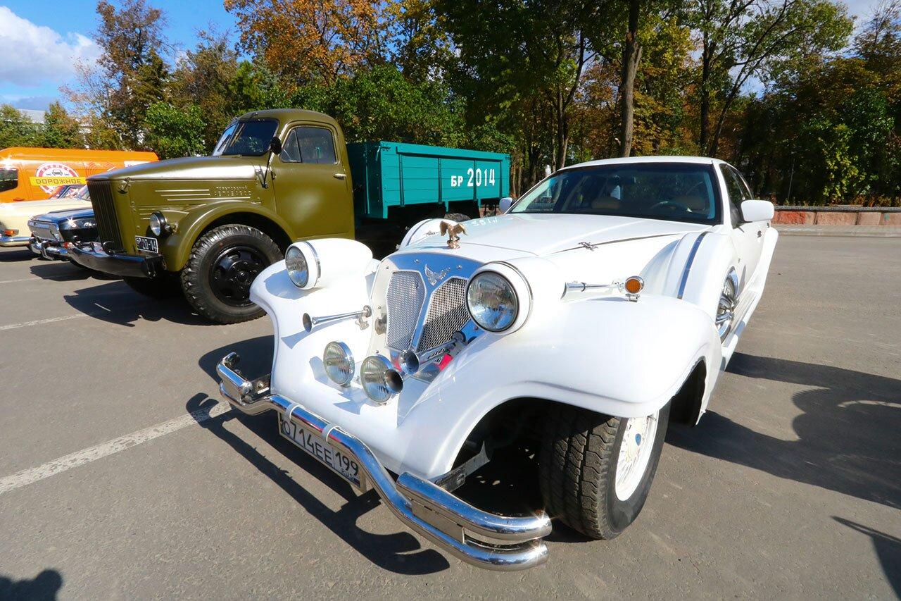 Жителей Брянска привела в восторг выставка ретроавтомобилей