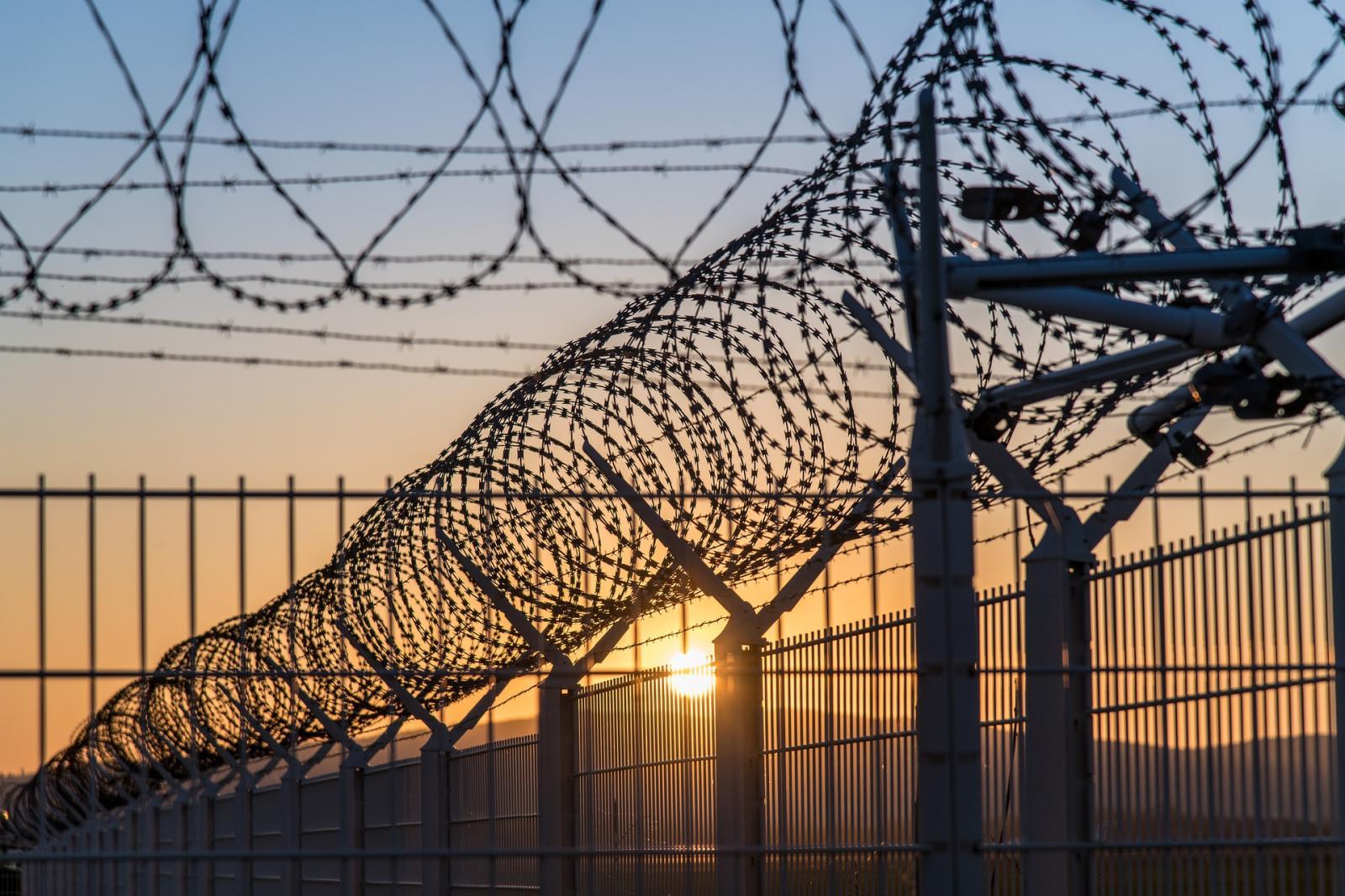 Сотрудника колонии осудили за гибель заключенного в Сураже