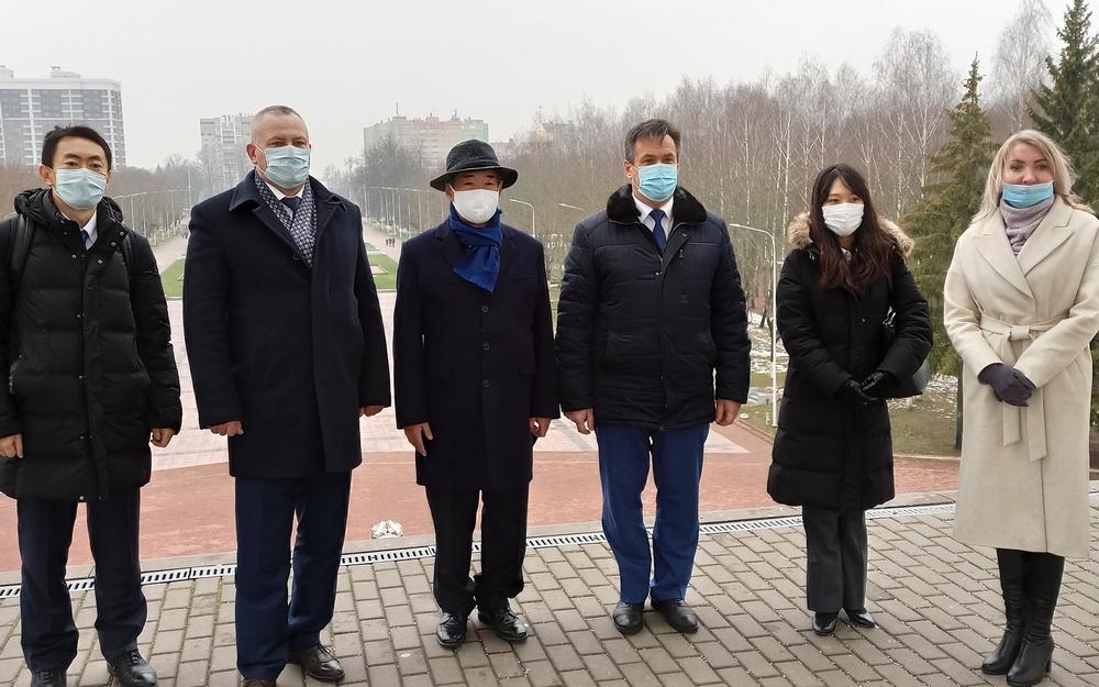 Курган Бессмертия восхитил посла Японии Тоёхиса Кодзуки в Брянске