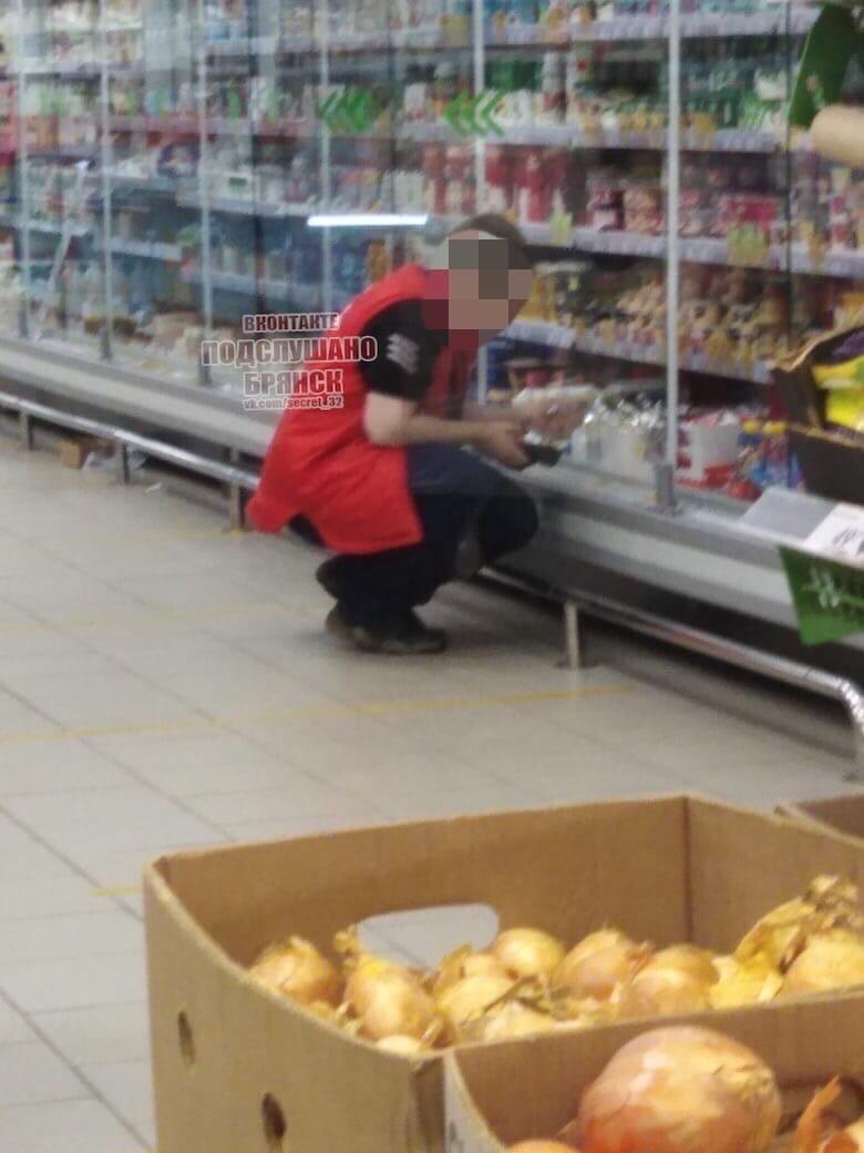 Брянцев возмутил работник супермаркета без маски и перчаток