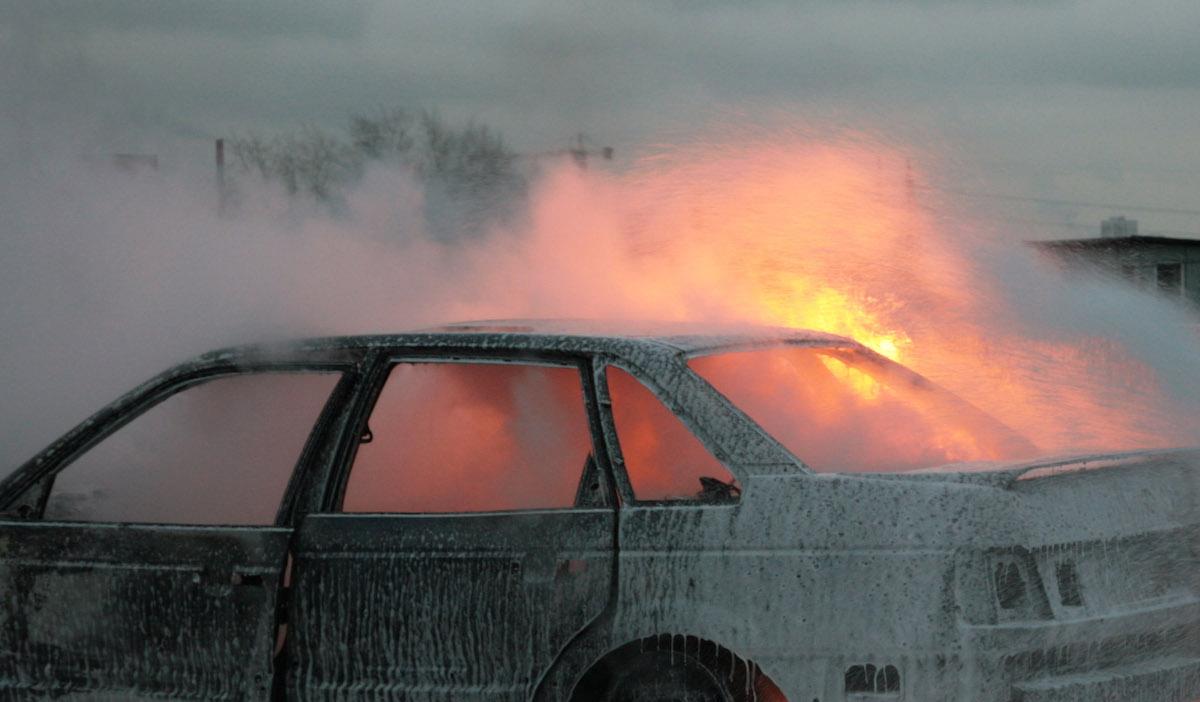 Выживший в горящей машине брянец ищет своих спасителей