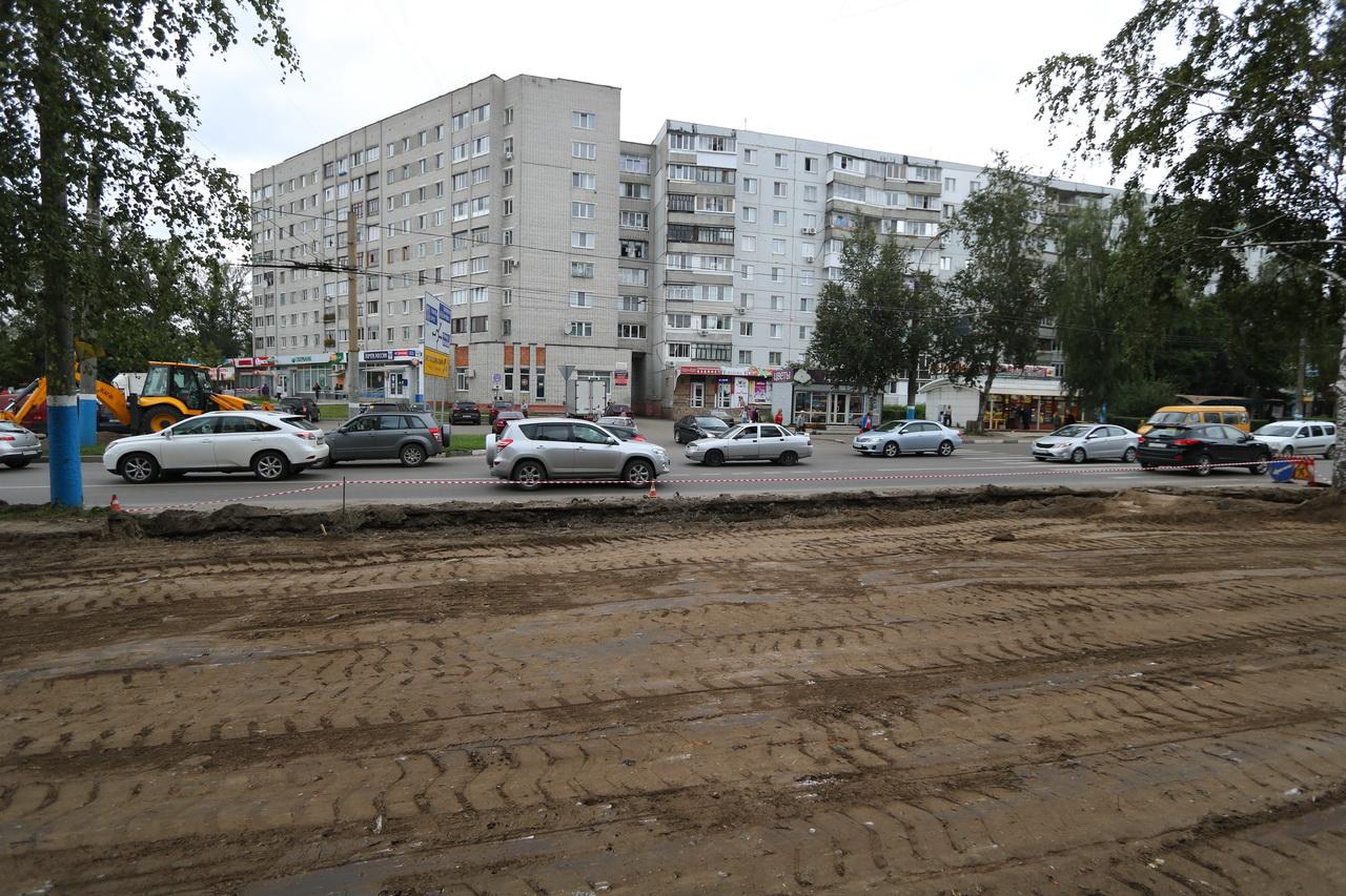 В Брянске столкнулись две иномарки на пересечении улиц Крахмалева и Костычева