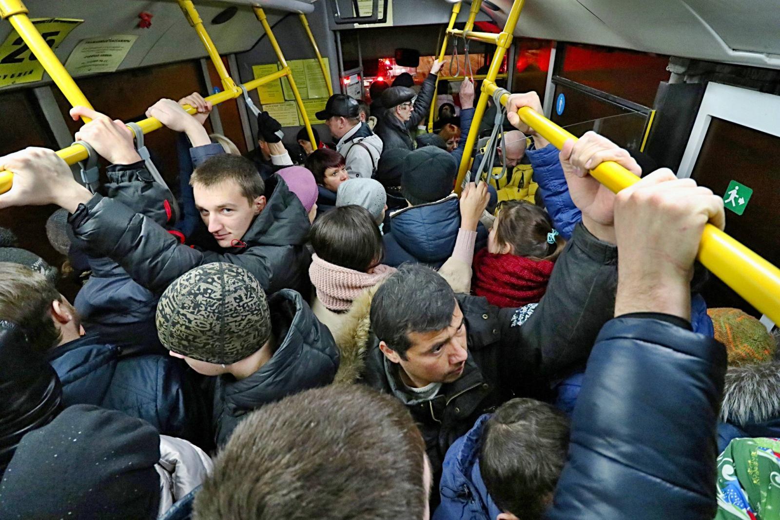 Житель Брянска пожаловался на отсутствие социальной дистанции в маршрутке