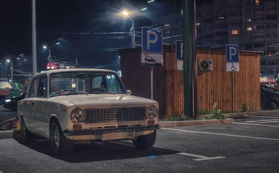 В социальных сетях опубликовали атмосферные фотографии ночного города Брянска