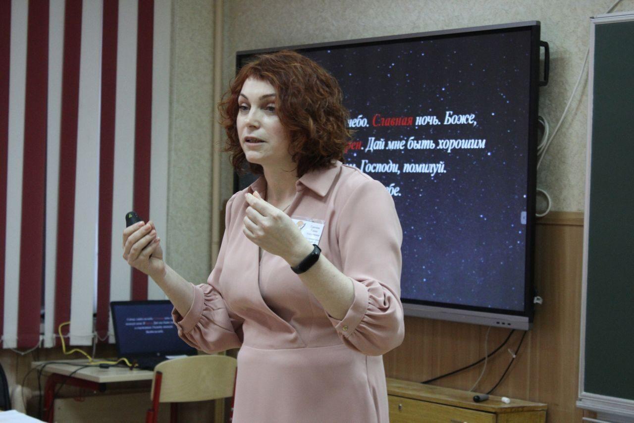 Елену Грачеву из брянской гимназии №4 признали учителем года 2021
