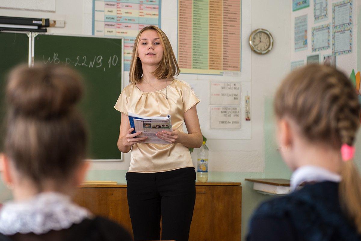 В школы Брянской области с 1 сентября придут работать 256 молодых учителей