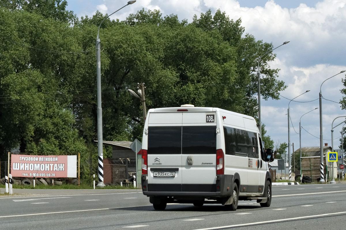 Пассажиры брянской маршрутки №108 пожаловались на наглость водителей