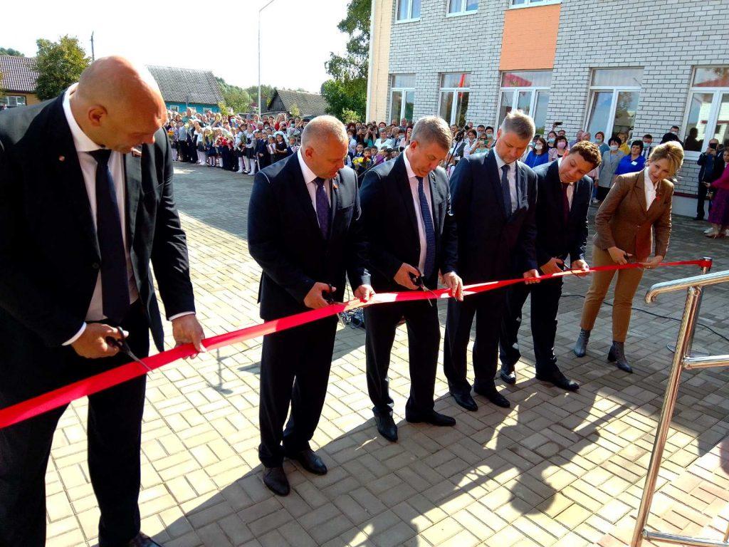 В поселке Навля Брянской области 1 сентября открыли новую школу за 104 млн рублей