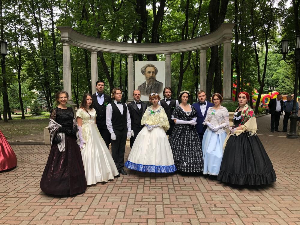 Жителей Брянска приглашают 4 сентября посетить День поэзии и толстовский бал
