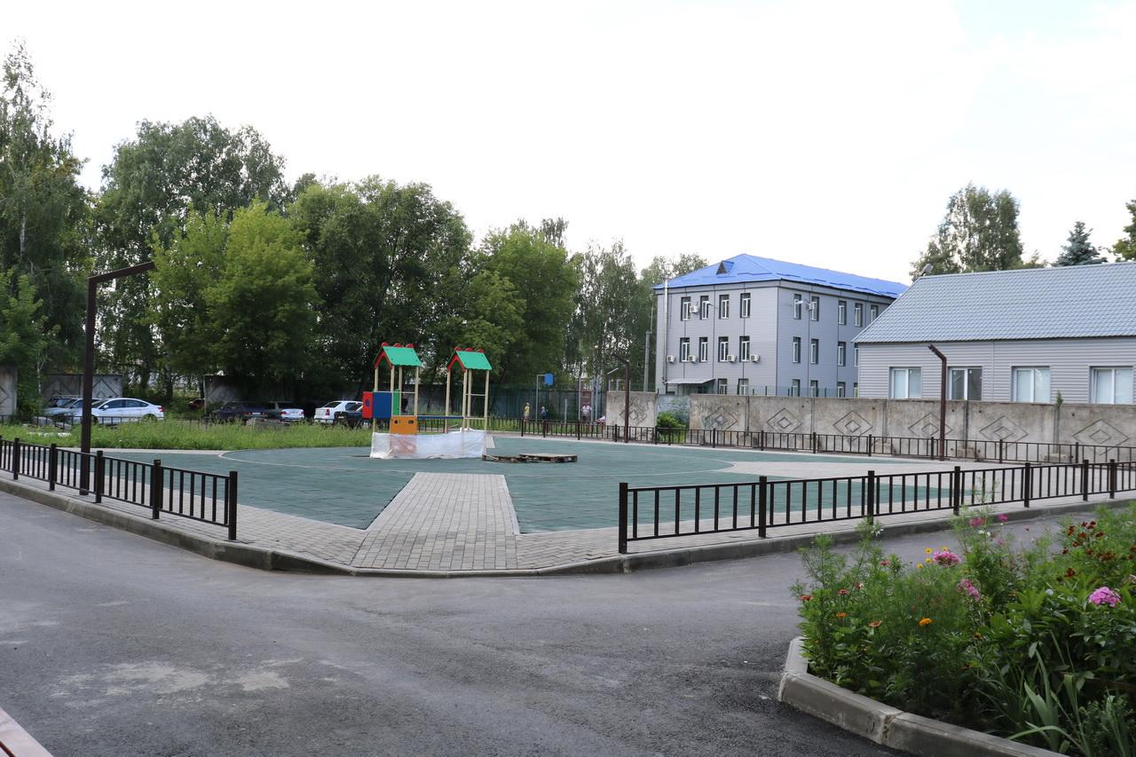 В поселке Локоть Брасовского района благоустраивают дворовые территории