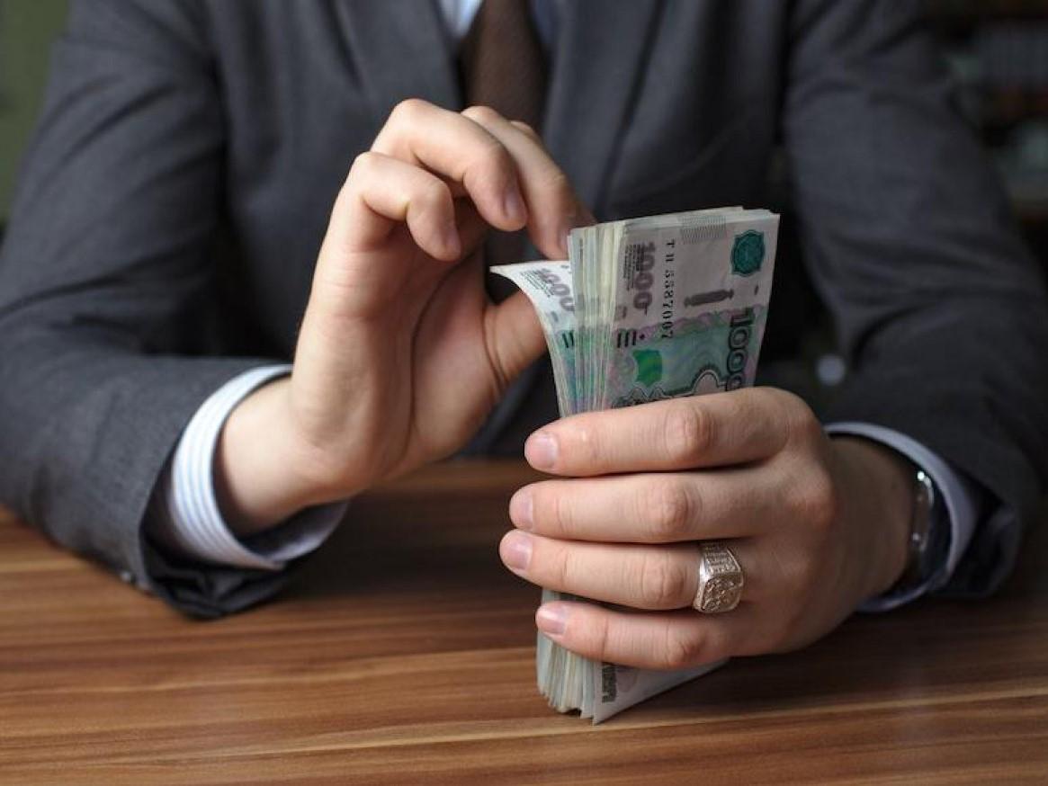 В Брянском районе экс-начальника отдела управления автодорог осудили за взятки на 5 лет