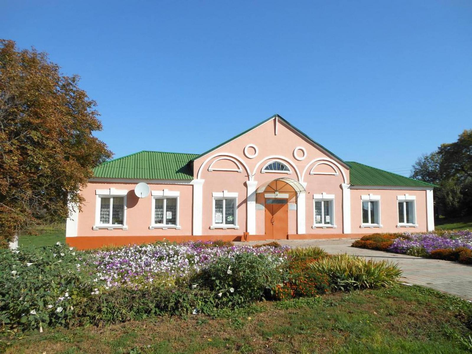 В Трубчевском районе отремонтировали два дома культуры