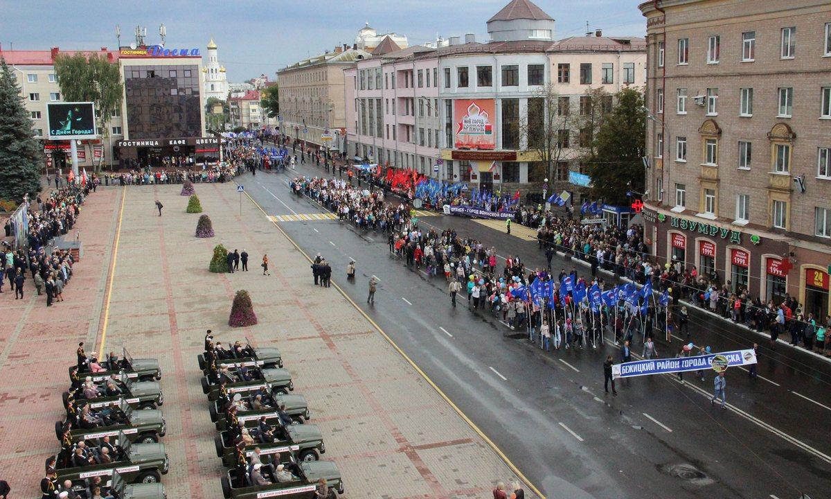 В Брянске в День города 17 сентября ограничат движение и парковку автомобилей