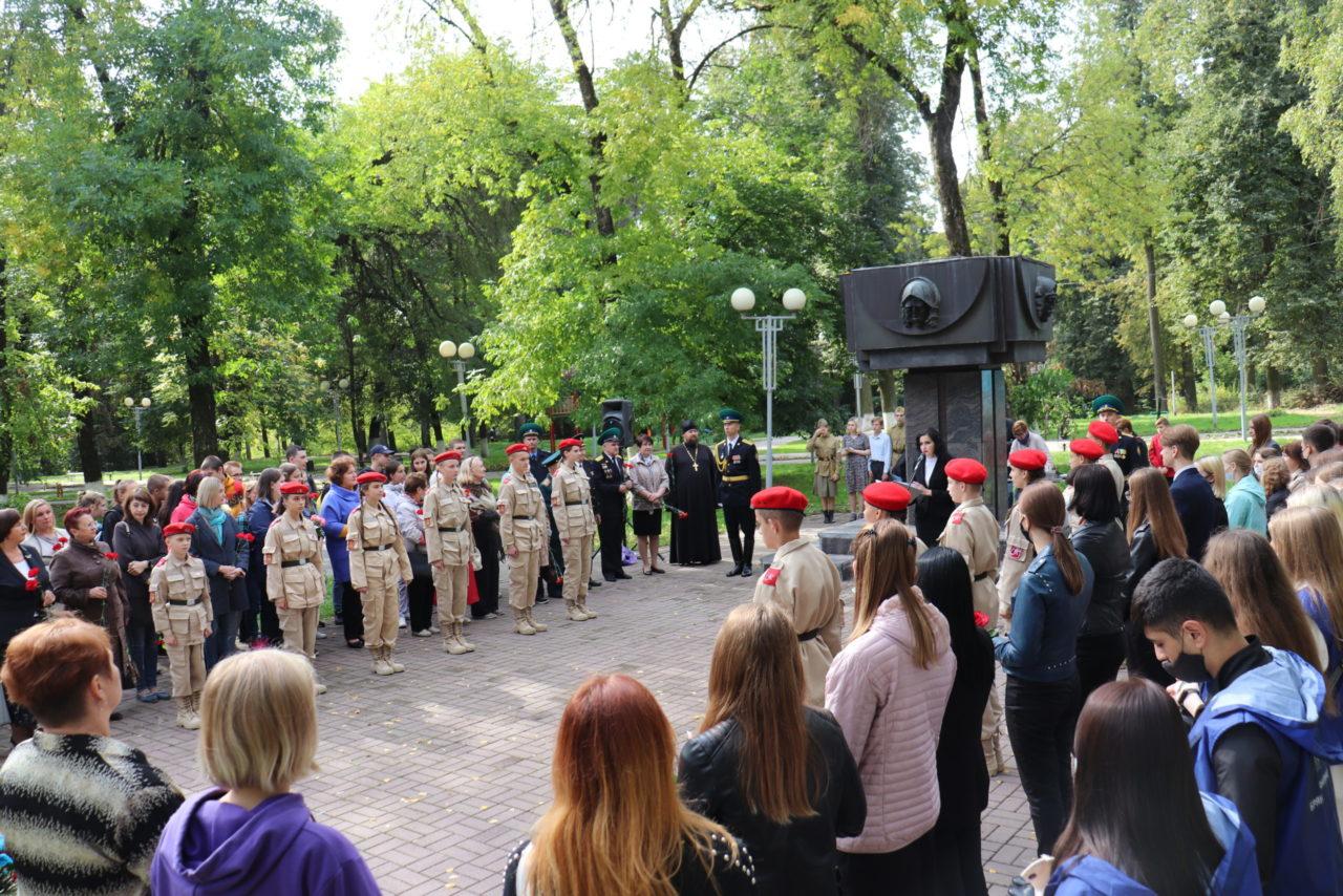 В Лесных сараях в Брянске прошел митинг-реквием «Зажги свечу»