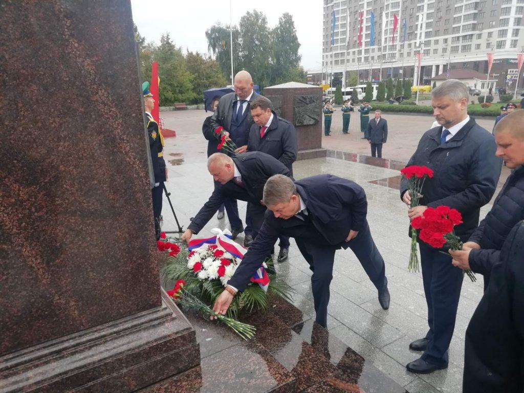Руководители Брянской области почтили память героев на площади Воинской славы на Кургане Бессмертия