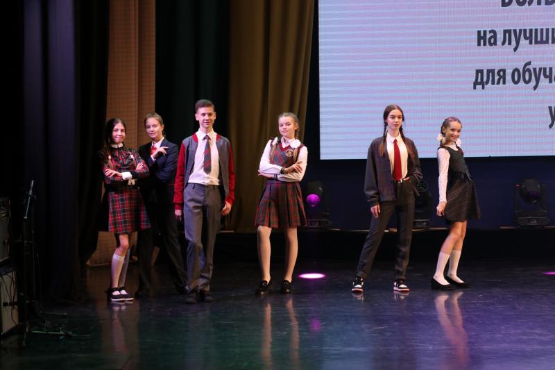 В Брянске назвали победителей конкурса на лучшую школьную форму