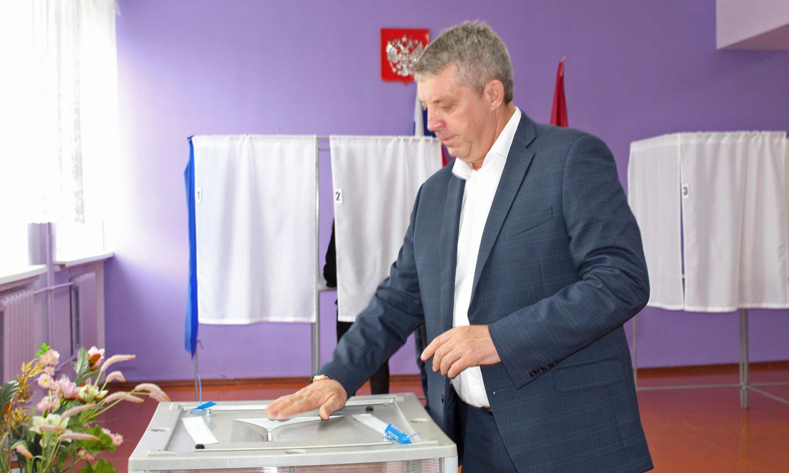 Губернатор Брянской области Богомаз посетил избирательные участки Погарского района