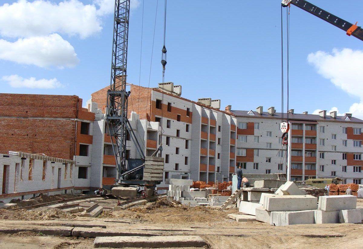 В Комаричском районе продолжается строительство 36-квартирного дома