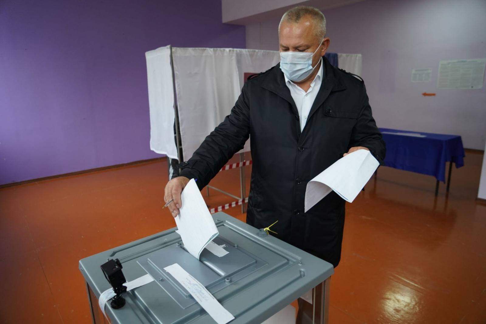 Валентин Суббот отдал свой голос за кандидата в депутаты Госдумы