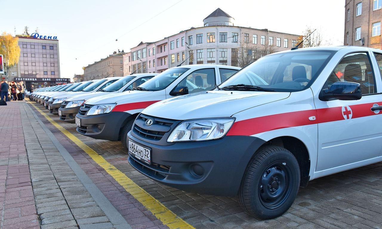 На Брянщине медицинские организации получили 62 санитарные машины