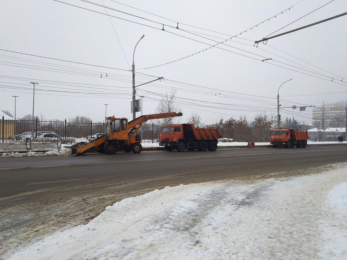 Зимой в Брянске на уборку снега выйдут 137 единиц техники