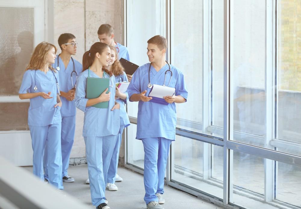 96 молодых врачей пришли работать в больницы Брянской области