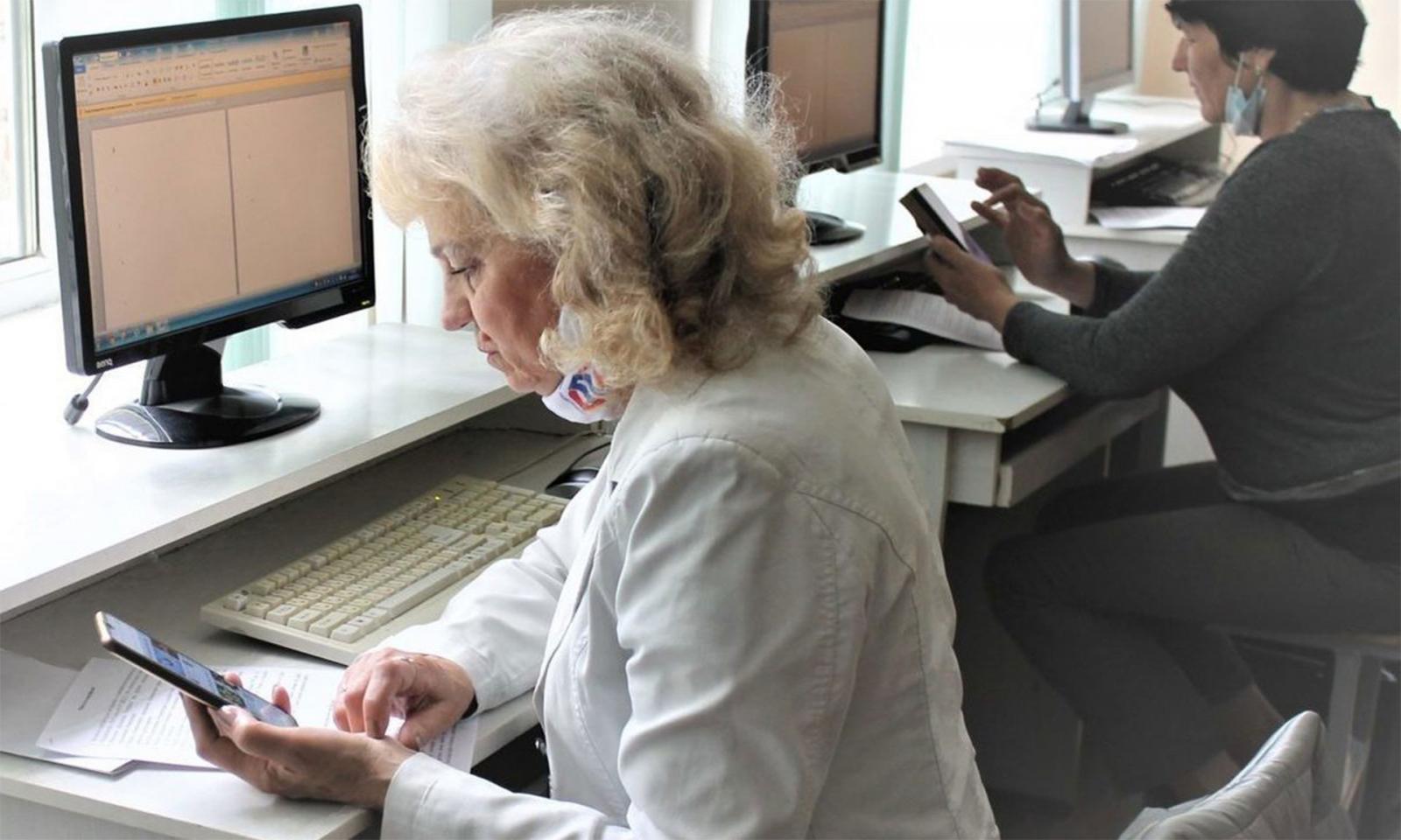 В Брянске 97 пенсионеров приняли участие в чемпионате по компьютерному многоборью