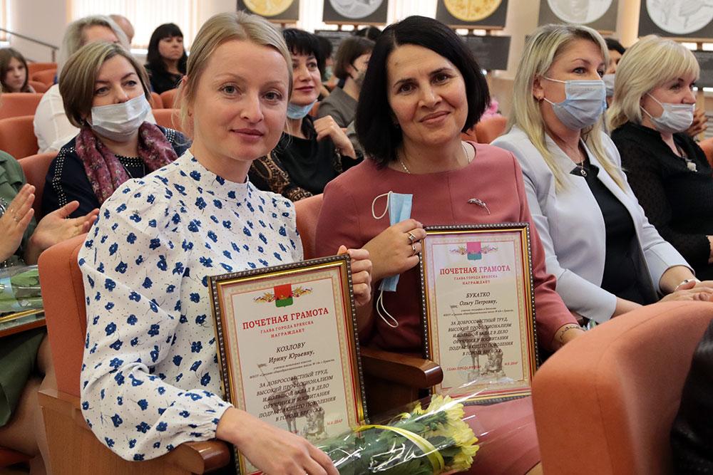 Лучшим учителям Брянска вручили благодарности Минпросвещения РФ