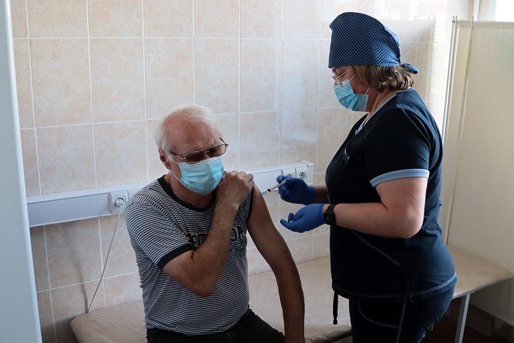 Власти Брянска пожелали вакцинировать от коронавируса 80% населения