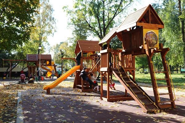 В Стародубе в городком парке культуры и отдыха установили детский городок