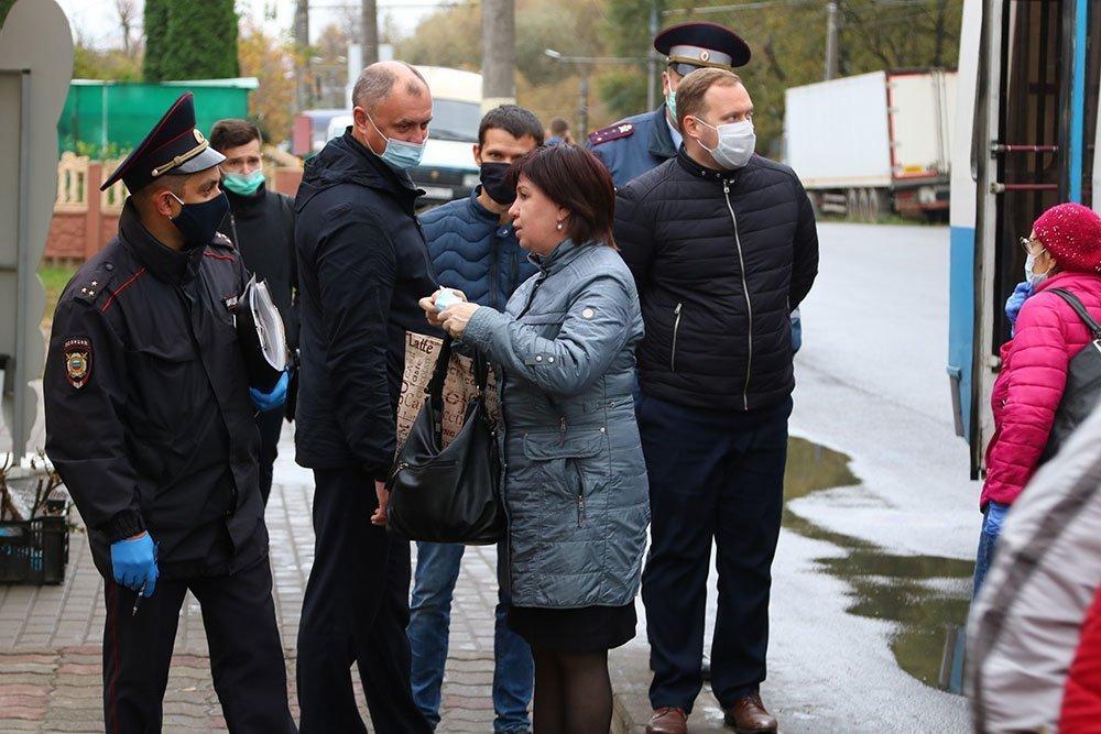 В Брянской области власти ужесточат контроль за соблюдением масочного режима