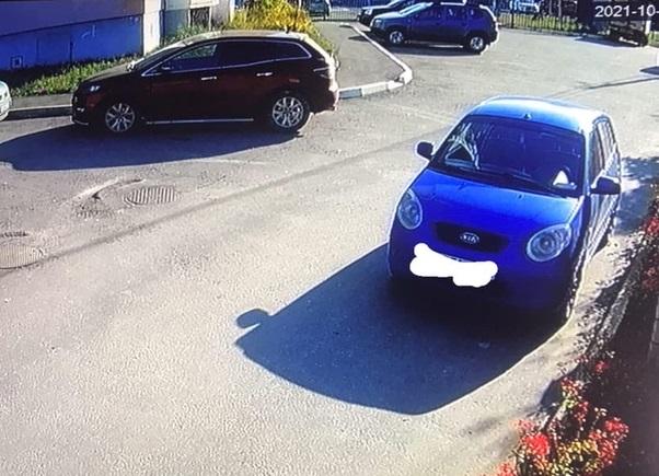 В Брянске автохам поцарапал чужой автомобиль и скрылся