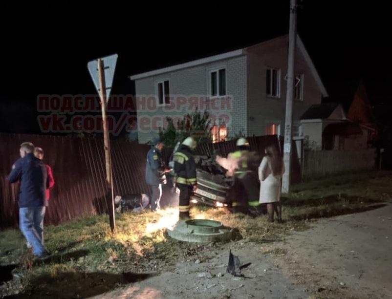 В городе Сельцо у кафе «Самокат» ночью произошло ДТП