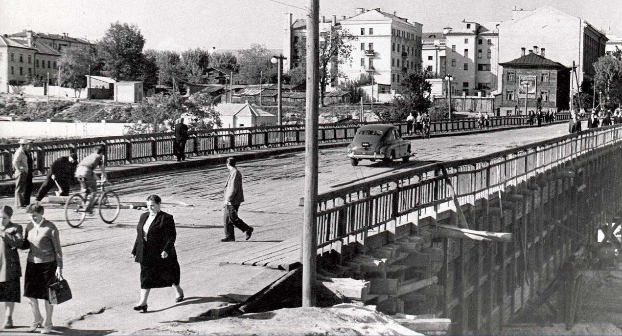 Брянцев попросили угадать запечатленный в 50-е годы уголок города