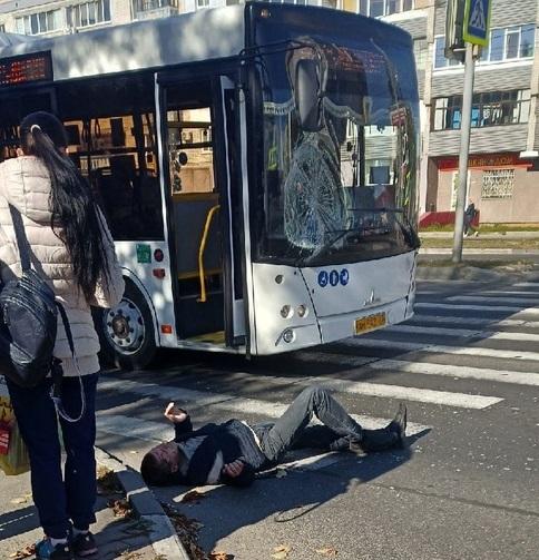 В Фокинском районе автобус сбил мужчину на пешеходном переходе