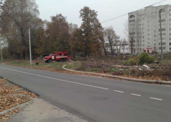 В Клинцах закрыли движение по улице Октябрьской из-за переполненного пруда в парке