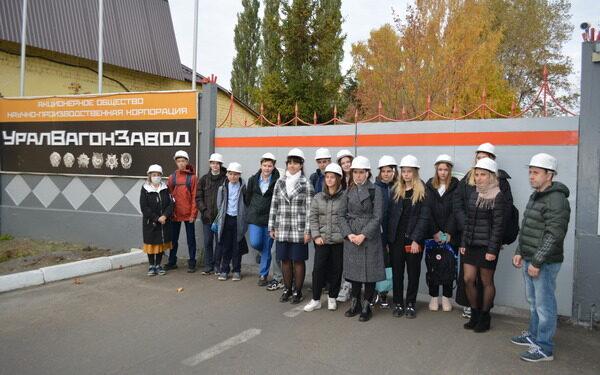 Брянские школьники в рамках Всероссийской акции посетили Центральный завод железнодорожной техники