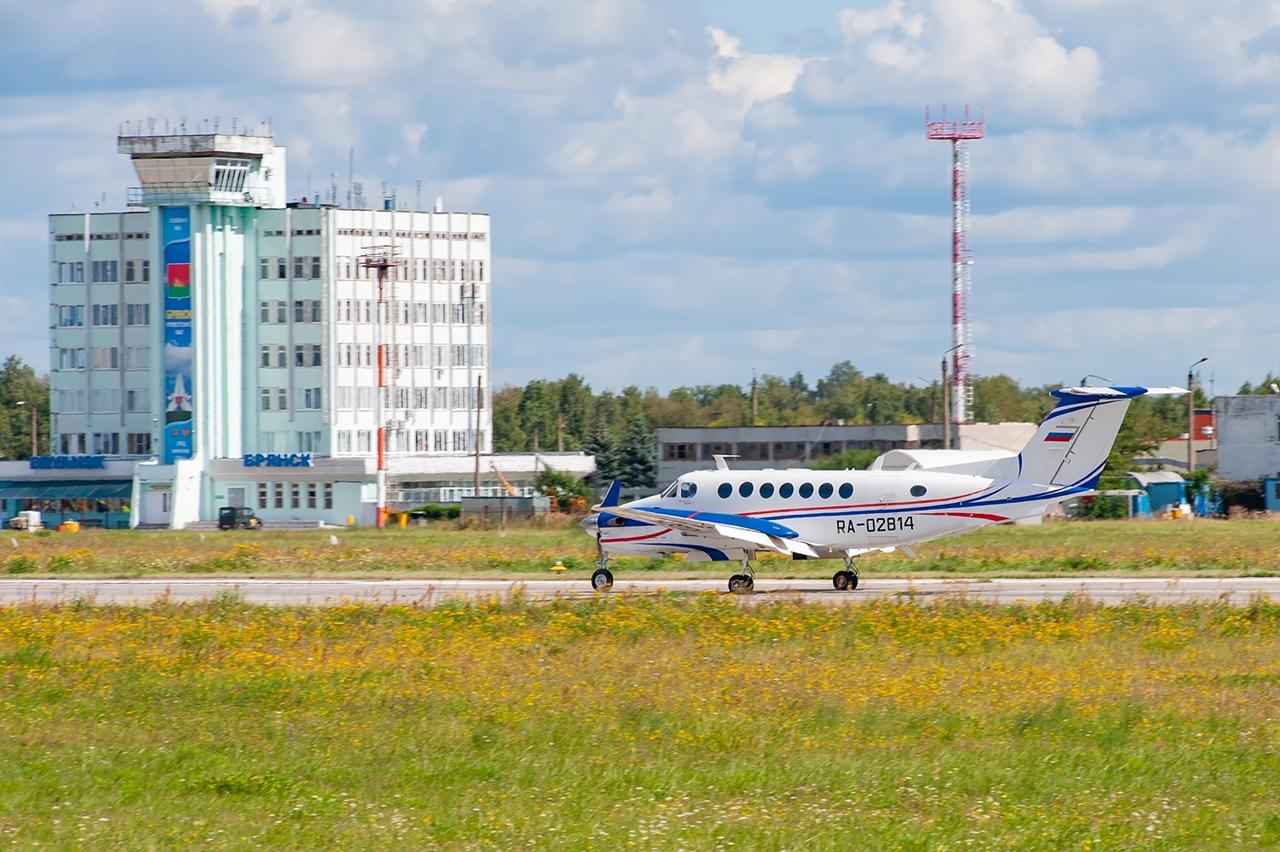 В международном аэропорту «Брянск» работнику установили зарплату ниже МРОТ