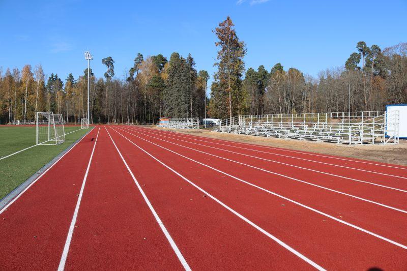 На стадионе «Труд» в Клинцах появились современные беговые дорожки