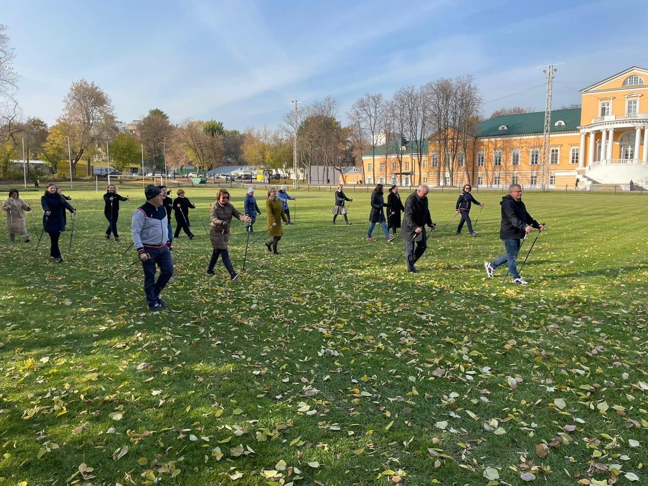 В Брянске 22 октября состоится мастер-класс по скандинавской ходьбе