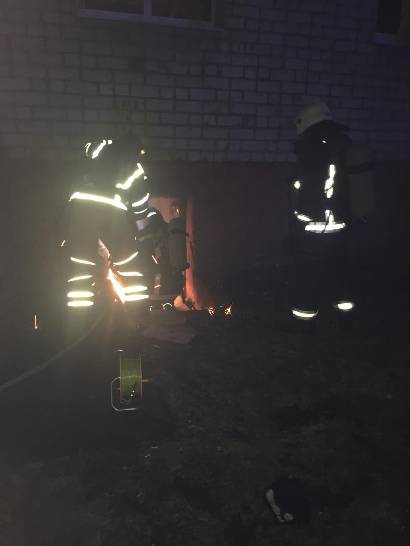 Из-за пожара в подвале из пятиэтажки в Фокинском районе Брянска эвакуировали 60 жильцов