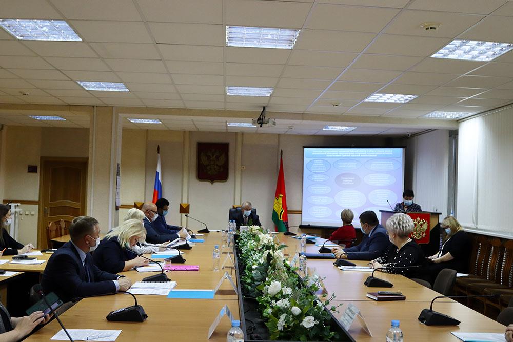 В Брянске на организацию питания в школах потратили 215 миллионов рублей