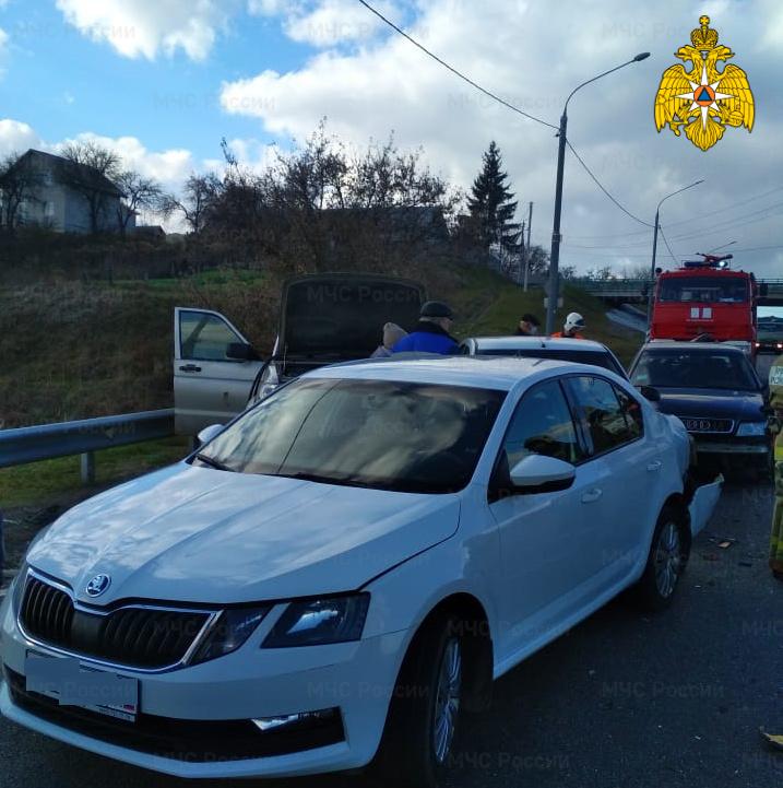 Спасатели МЧС приняли участие в ликвидации последствий ДТП в Брянском районе