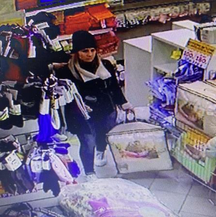 В Брянске полиция разыскивает женщину, которая расплатилась в магазине фальшивкой