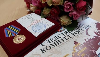 Ветерану Великой Отечественной войны вручил медаль руководитель следственного управления