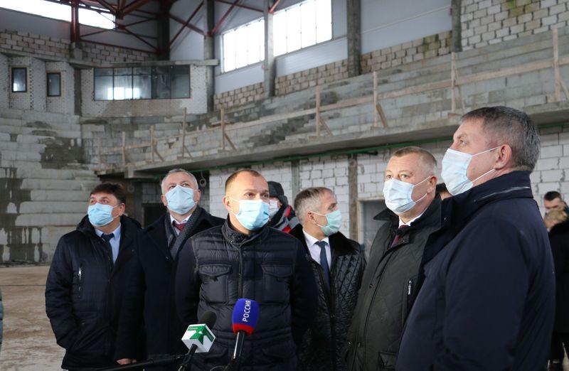 Губернатор Богомаз лично осмотрел стройку Дворца единоборств в Брянске