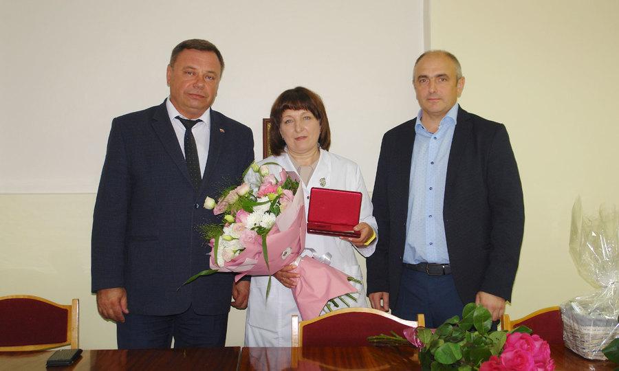 Брянский оперштаб поздравил с днем рождения главврача коронавирусного госпиталя