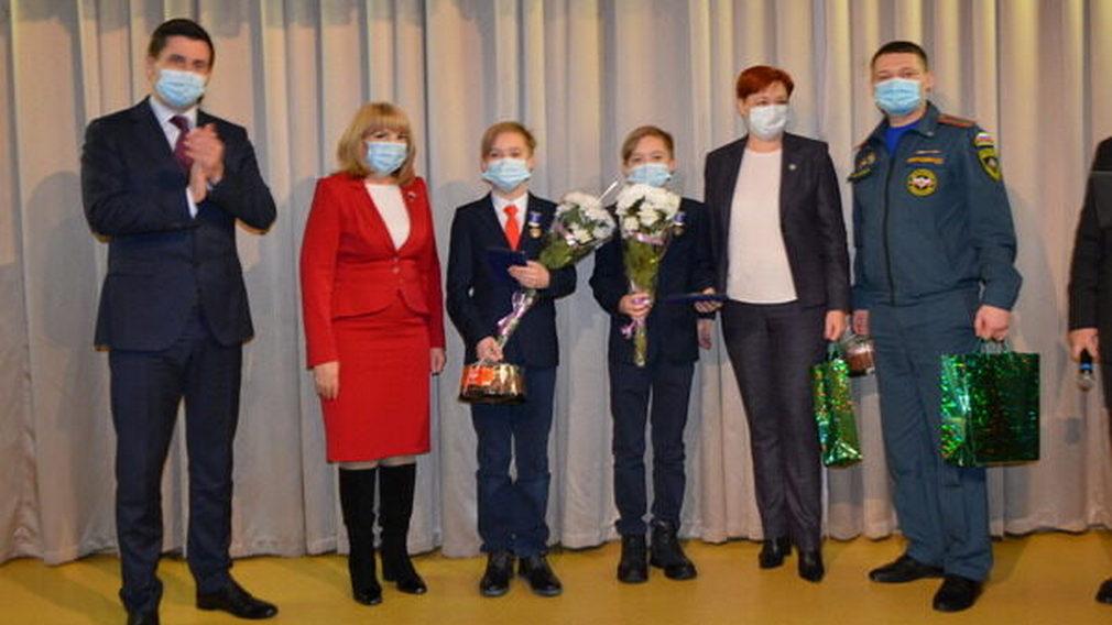 Брянским героям-школьникам вручили медали Совета Федерации